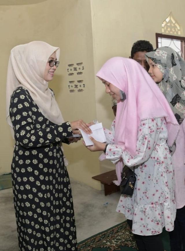 50 Anak Panti Asuhan Nirmala di Aceh Terima Santunan (10732)