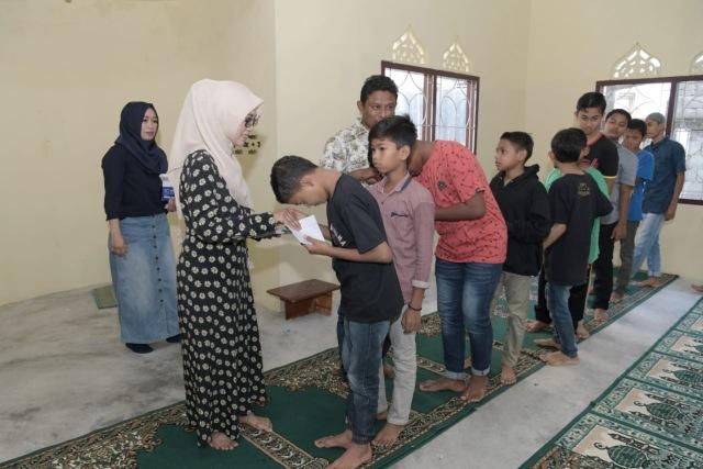 50 Anak Panti Asuhan Nirmala di Aceh Terima Santunan (10733)
