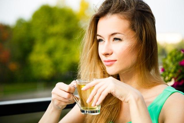 Ilustrasi minum teh hijau