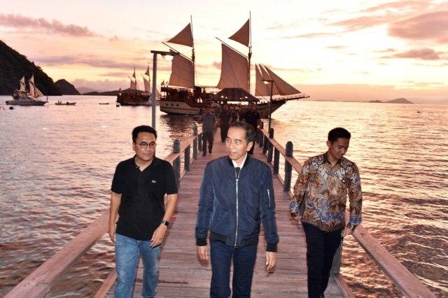 Joko Widodo berlayar menaiki kapal penisi, Labuan Bajo