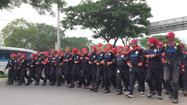 Foto: Aksi Buruh Demo di Depan DPR Tolak Omnibus Law (304541)