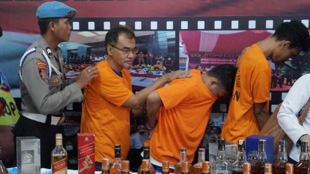 Konferensi Polres Tanjung Priok, Miras Oplosan
