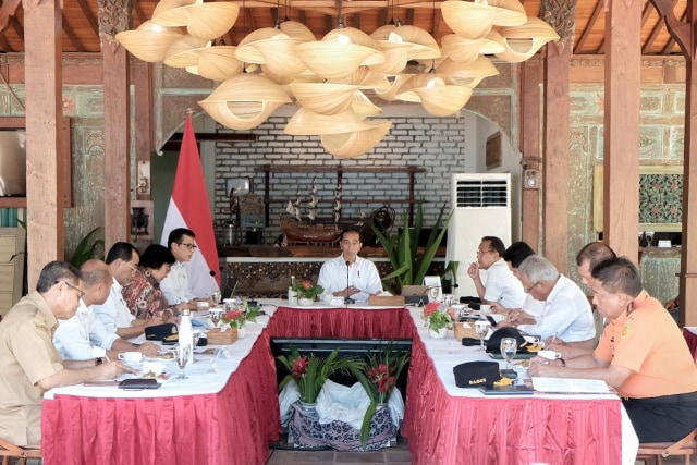 Menparekraf Wishnutama dan Presiden Jokowi di Labuan Bajo