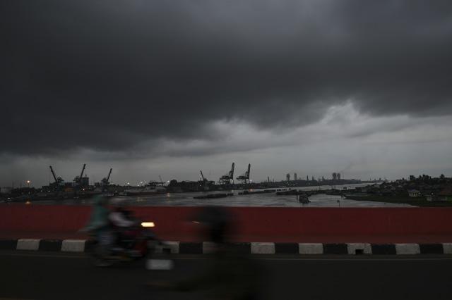 Cuaca Hari Ini: Waspada Potensi Hujan Petir di Jakarta Selatan (44205)