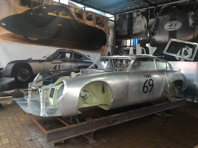 Ubah Die-Cast Jadi Replika Porsche 356b Abarth Aluminium (89634)