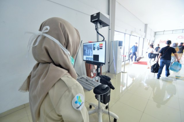 Cegah Coronavirus Menyebar, Body Thermal Scanner Dipasang di Bandara (73488)
