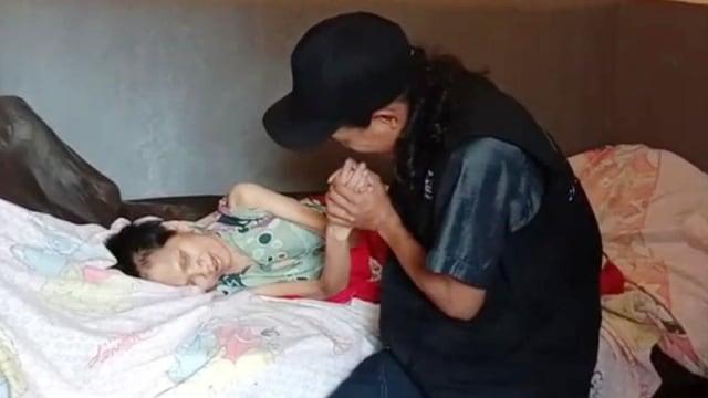 Viral Kisah Nenek Sukiyah: 27 Tahun Hidup Sendiri dan Tak Terawat (204473)