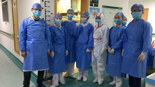 Foto: Melihat Tim Medis RS Wuhan di China Tangani Virus Corona (406196)