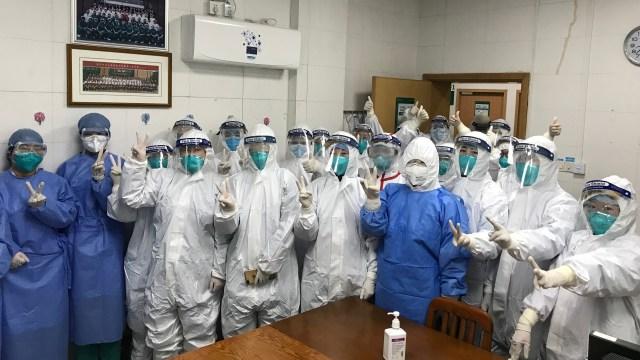 Foto: Melihat Tim Medis RS Wuhan di China Tangani Virus Corona (406191)