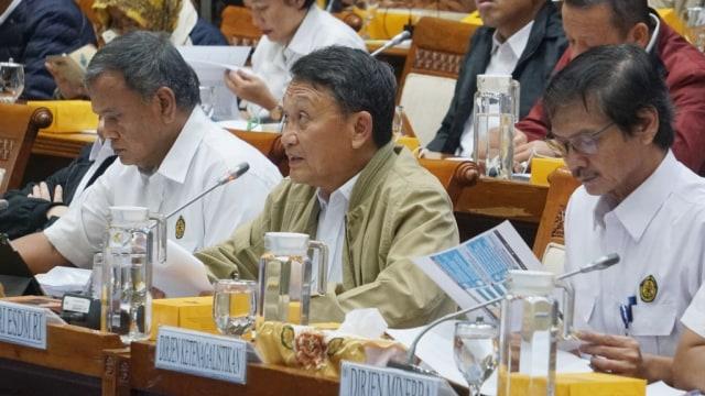 Arifin Tasrif di RDP dengan Komisi VII