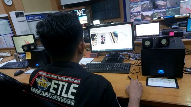 Foto: Melihat Pusat Komando ETLE yang Bidik Pemotor Bandel di Jakarta (323637)
