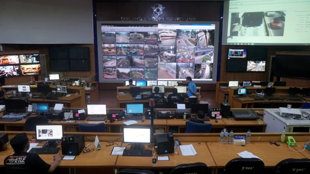 Foto: Melihat Pusat Komando ETLE yang Bidik Pemotor Bandel di Jakarta (323634)