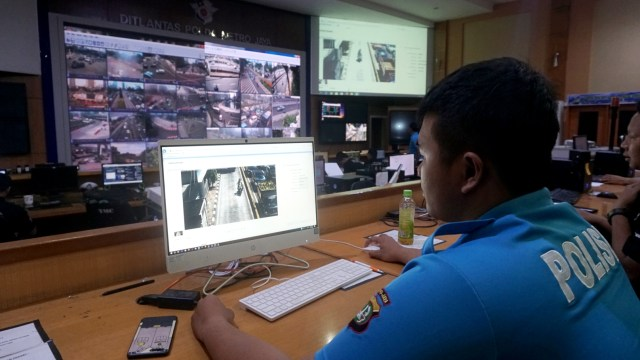 Foto: Melihat Pusat Komando ETLE yang Bidik Pemotor Bandel di Jakarta (323636)