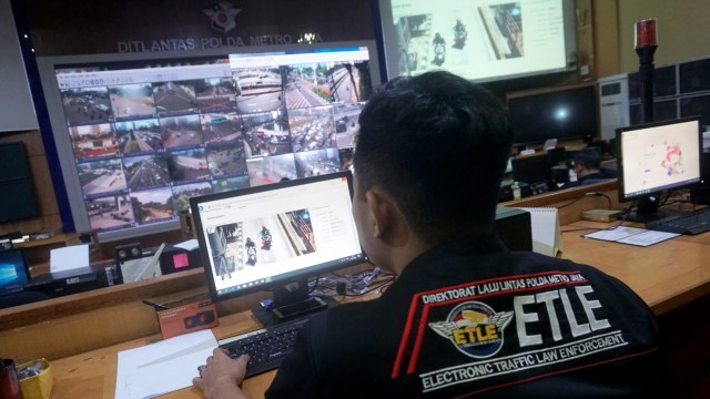 Foto: Melihat Pusat Komando ETLE yang Bidik Pemotor Bandel di Jakarta (759985)
