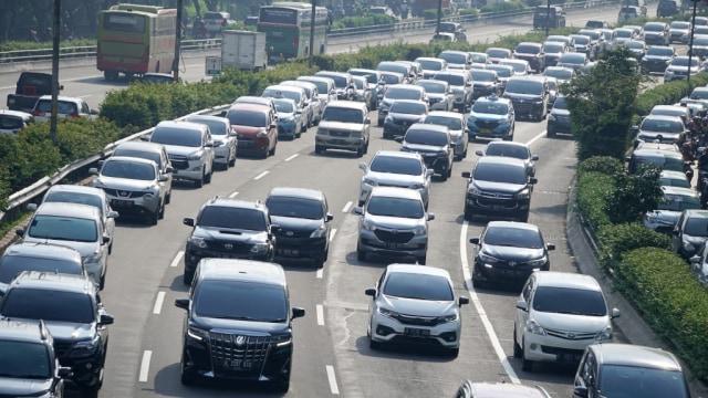 Berita Menarik: Melaju Bahu Jalan Tak Lagi Disetop; Penyebab Ban Motor Geal-geol (4693)