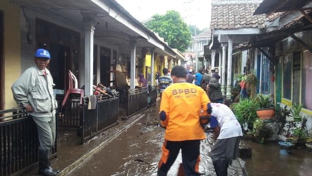 Banjir di Lereng Gunung Ijen Surut, Warga Bersihkan Sisa Lumpur (363074)