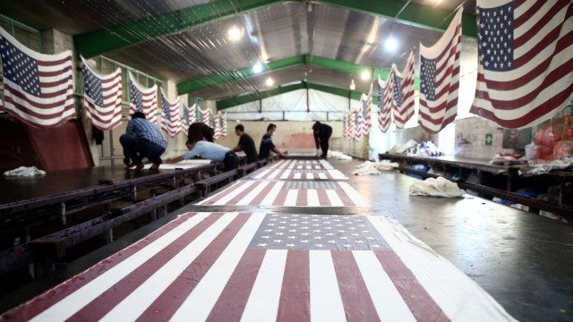 Pabrik bendera Amerika Serikat dan Israel