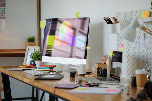 Pilih Kuliah Jurusan Desain atau Belajar Autodidak Saja? (76112)
