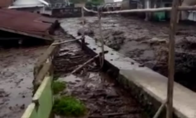 Banjir di Sempol Bondowoso Bukan dari Kawah Ijen, Begini Kronologinya (356058)
