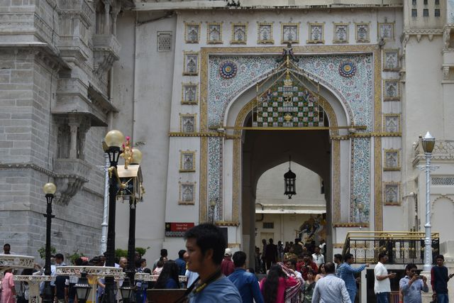Toran Pol atau gerbang tempat berakhirnya museum City Palace.jpeg