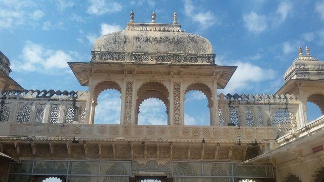 Badi Chitrashali Chowk dibangun selama 1710-1734. tempan ini penuh dengan ubin cina, kaca berwarna dan mural di dinding sehinga menjadikan tempat ini lebih berwarna (2).jpeg