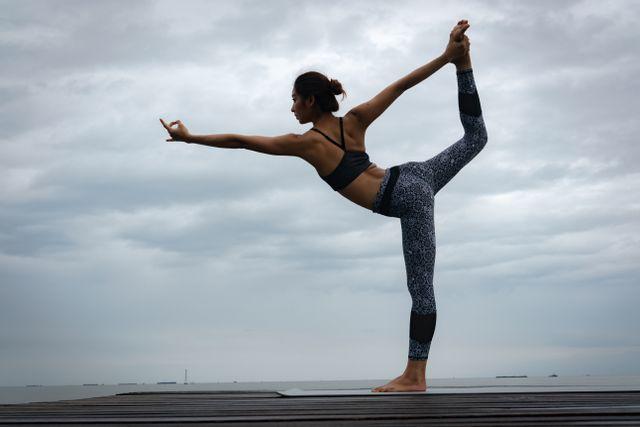 Ingin Paha Kencang? Lakukan 5 Gerakan Yoga Ini (150587)