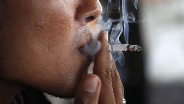 Ingat, Nekat Berkendara Sambil Merokok Bisa Didenda Rp 750 Ribu (22535)