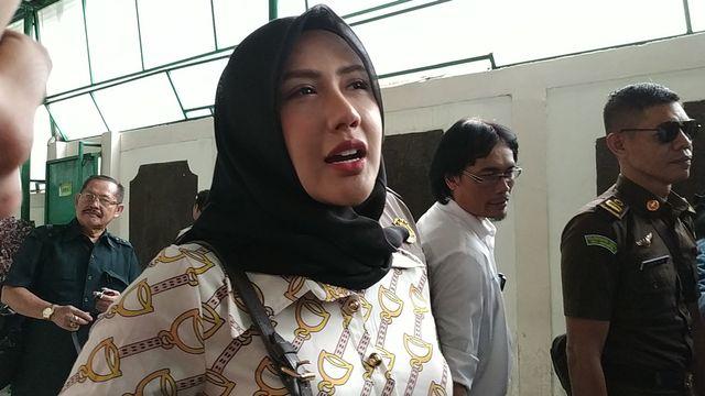 Rey Utami di Pengadilan Negeri Jakarta Selatan