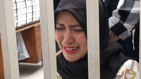 Rey Utami menangis di Pengadilan Negeri Jakarta Selatan