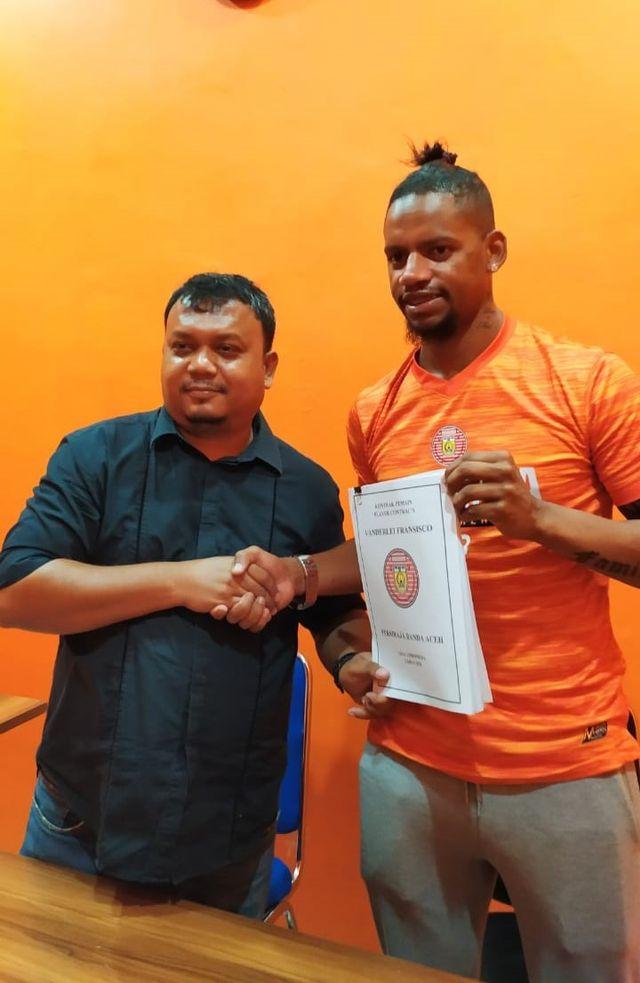 Vanderlei Francisco resmi teken kontrak dengan persiraja (1).jpeg