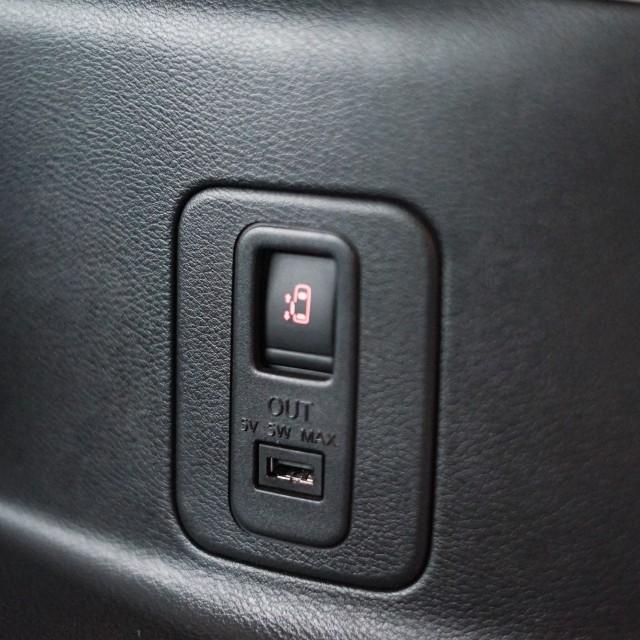 Demam Pasang Slot USB Fast Charging di Kabin Mobil, Berapa Ongkosnya? (14520)