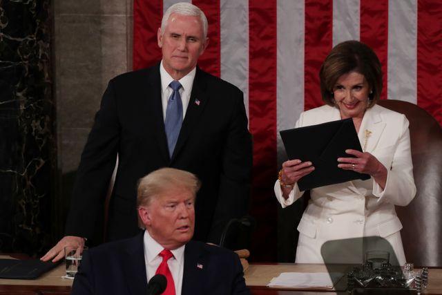 Foto: Detik-detik Nancy Pelosi Robek Naskah Pidato Donald Trump (25121)