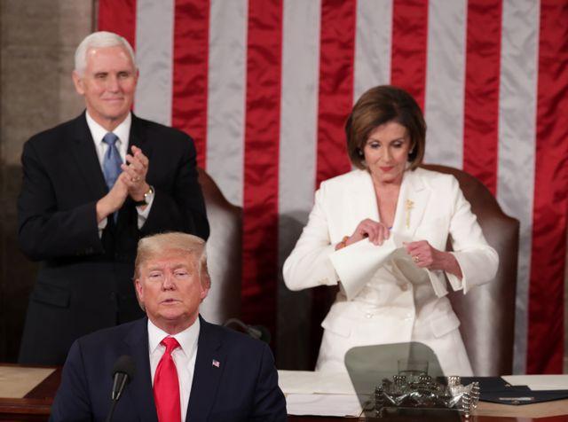 Foto: Detik-detik Nancy Pelosi Robek Naskah Pidato Donald Trump (25124)