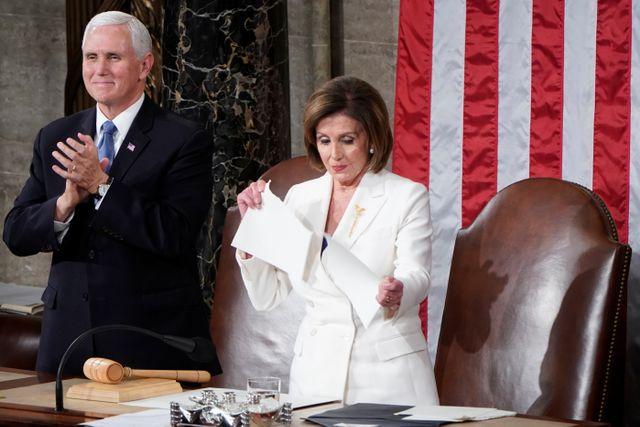 Foto: Detik-detik Nancy Pelosi Robek Naskah Pidato Donald Trump (25125)