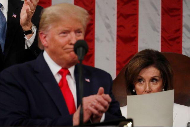 Foto: Detik-detik Nancy Pelosi Robek Naskah Pidato Donald Trump (25122)