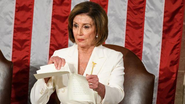 Nancy Pelosi robek naskah pidato Donald Trump