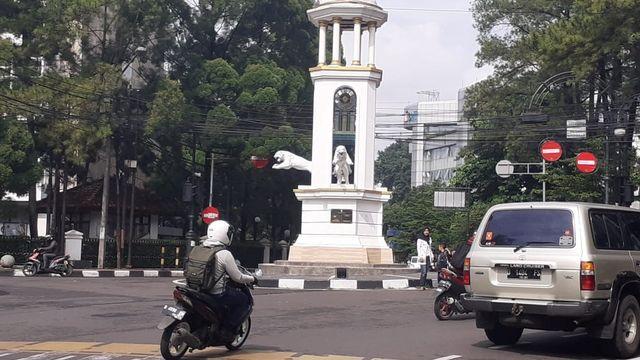 Heboh Patung Harimau di Jalan Braga, Bandung, 'Loncat' dari Tugu (142009)