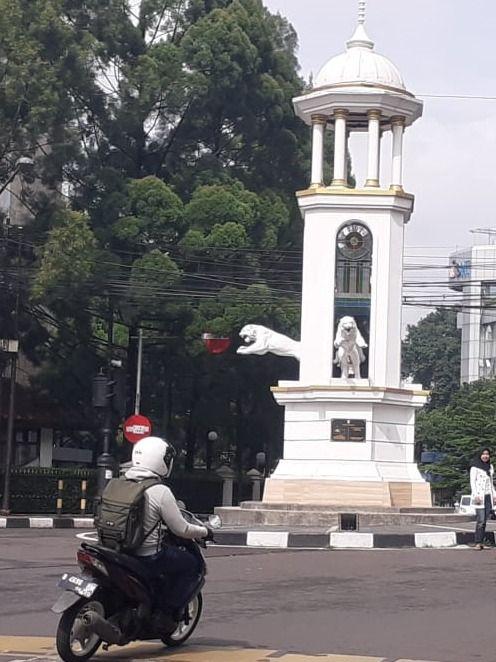 Heboh Patung Harimau di Jalan Braga, Bandung, 'Loncat' dari Tugu (142008)