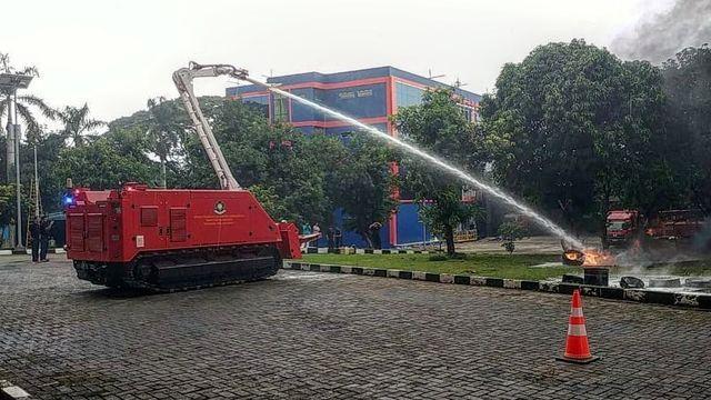 Damkar DKI Uji coba robot pemadam kebakaran
