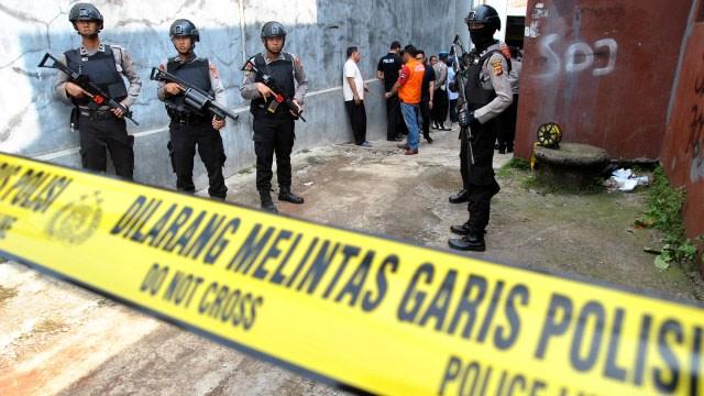 Teroris di Riau Lempar Bom Pipa Sebelum Mati Ditembak, 1 Polisi Luka (16062)