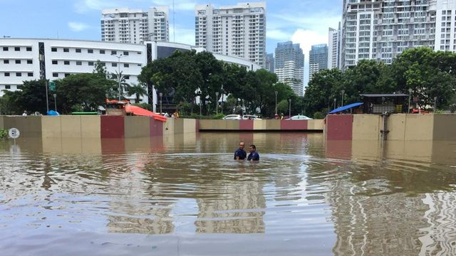 Underpass Kemayoran Banjir Lagi, Ketinggian Air Capai 7 Meter (307076)