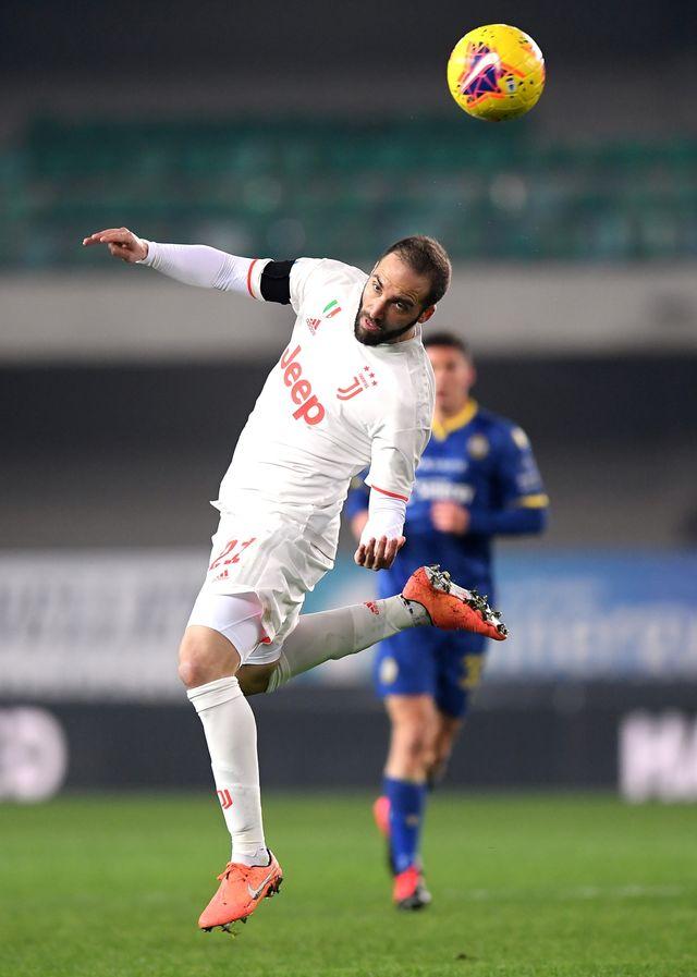 Gonzalo Higuain Tak Kunjung Kembali ke Turin, Juventus Cari Striker Baru? (6188)