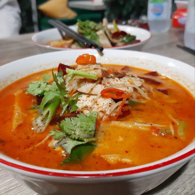 Kuliner Pedas 'Mie Baso Paris' di Bandung yang Bikin Ketagihan (846414)