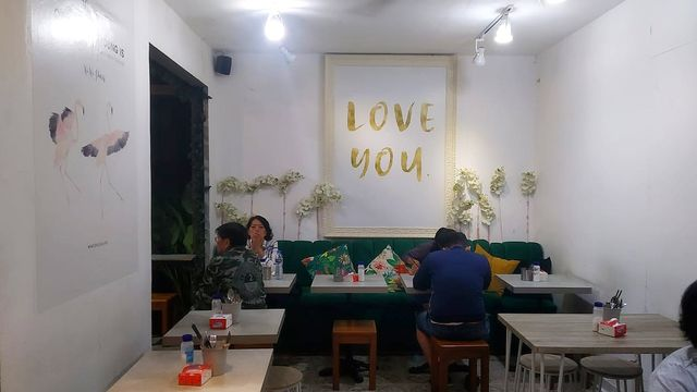 Kuliner Pedas 'Mie Baso Paris' di Bandung yang Bikin Ketagihan (846416)