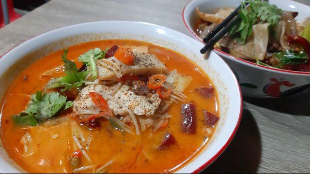 Kuliner Pedas 'Mie Baso Paris' di Bandung yang Bikin Ketagihan (846418)
