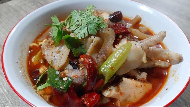 Kuliner Pedas 'Mie Baso Paris' di Bandung yang Bikin Ketagihan (846419)