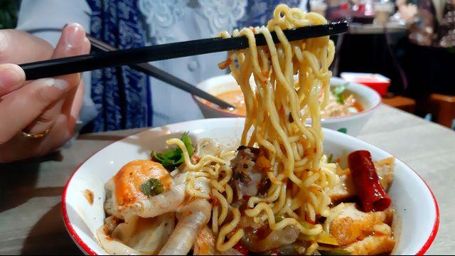 Kuliner Pedas 'Mie Baso Paris' di Bandung yang Bikin Ketagihan (846420)