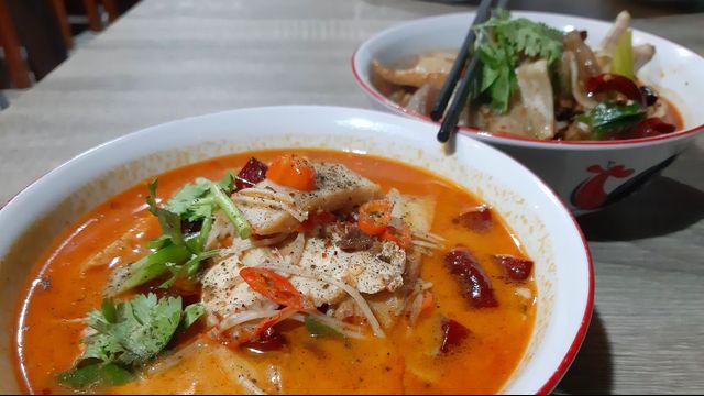 Kuliner Pedas 'Mie Baso Paris' di Bandung yang Bikin Ketagihan (846422)