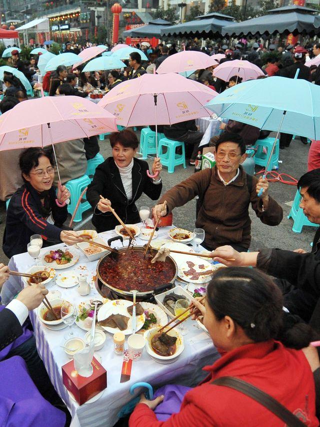 Makan Hot Pot Bersama, Sekeluarga di Hong Kong Tertular Virus Corona (165966)