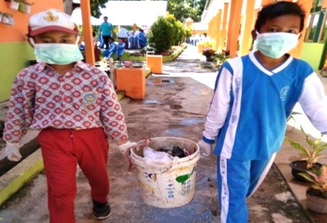 Aksi Kreatif Duta Sampah Edukasi Siswa Berinovasi Membuat Karya (10723)